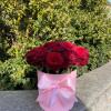 21 красная роза в коробочке MixFlowers - букеты с бесплатной доставкой!